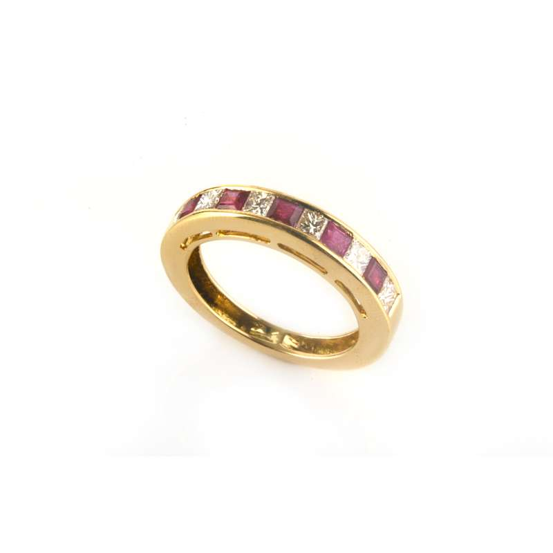 18k Yellow Gold Diamond and Ruby Ring